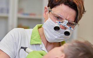 Dr_Roever_Behandlung_02 1